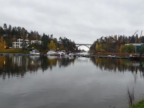 Landevei; Nesøya rundt fra Sadvika…