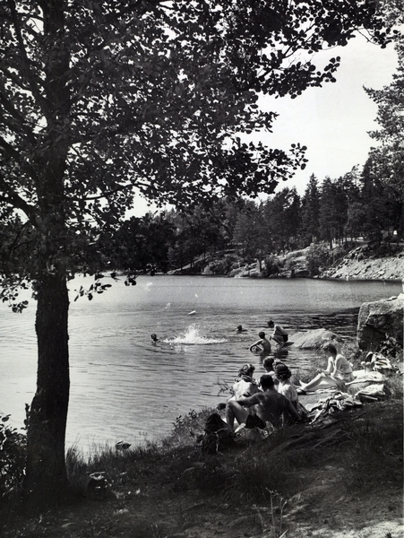 Badeliv ved Ulsrudvannet i Østmarka, juni 1954. (oslobilder.no)