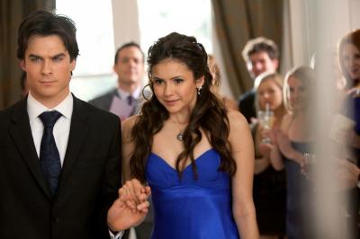 som er Elena dating på vampyr dagbøker
