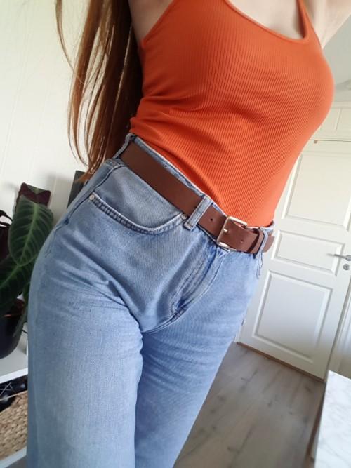 Ripped jeans for overvektige jenter (25 bilder): hva skal du