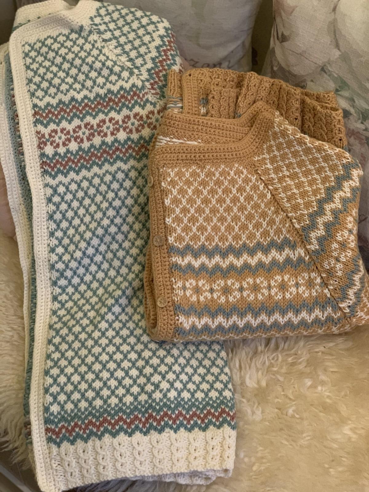 Gratis strikke og hekleoppskrifter til gensere og kofter