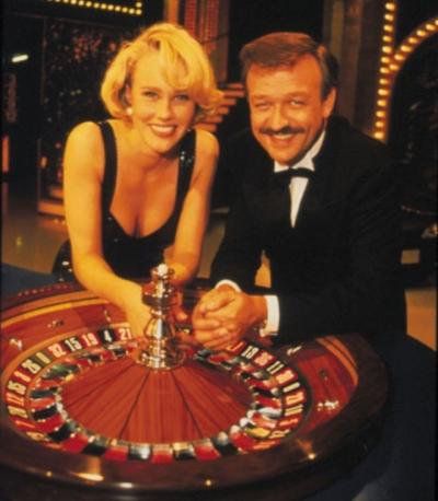c517aabd ... jubileum har kanalen igjenopplivet seergiganten Casino nå i  adventstiden, til stor jubel og nostalgi. Men når vi først er inne på  tvprogram på 90 tallet ...