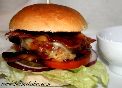 Hjemmelaget Hamburger med Tilbehør