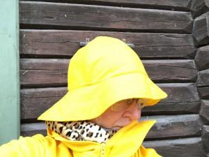 Gul sydvest og gul regnfrakk