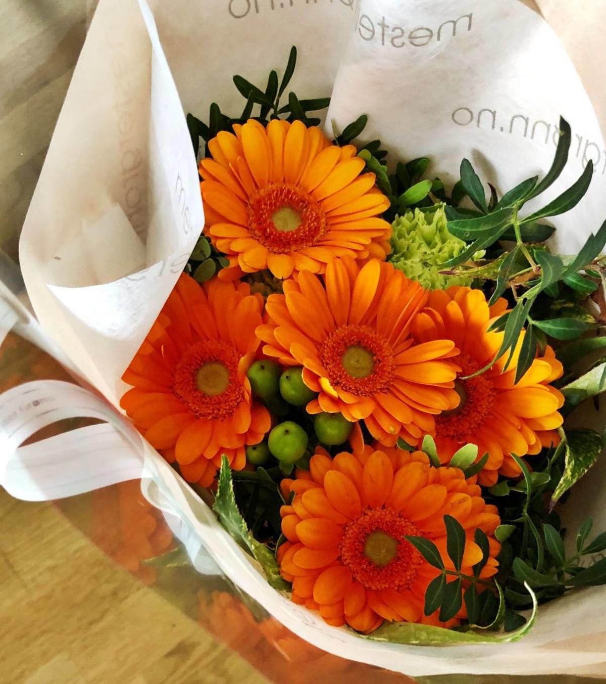 Blomster hadde jeg med til vertinna