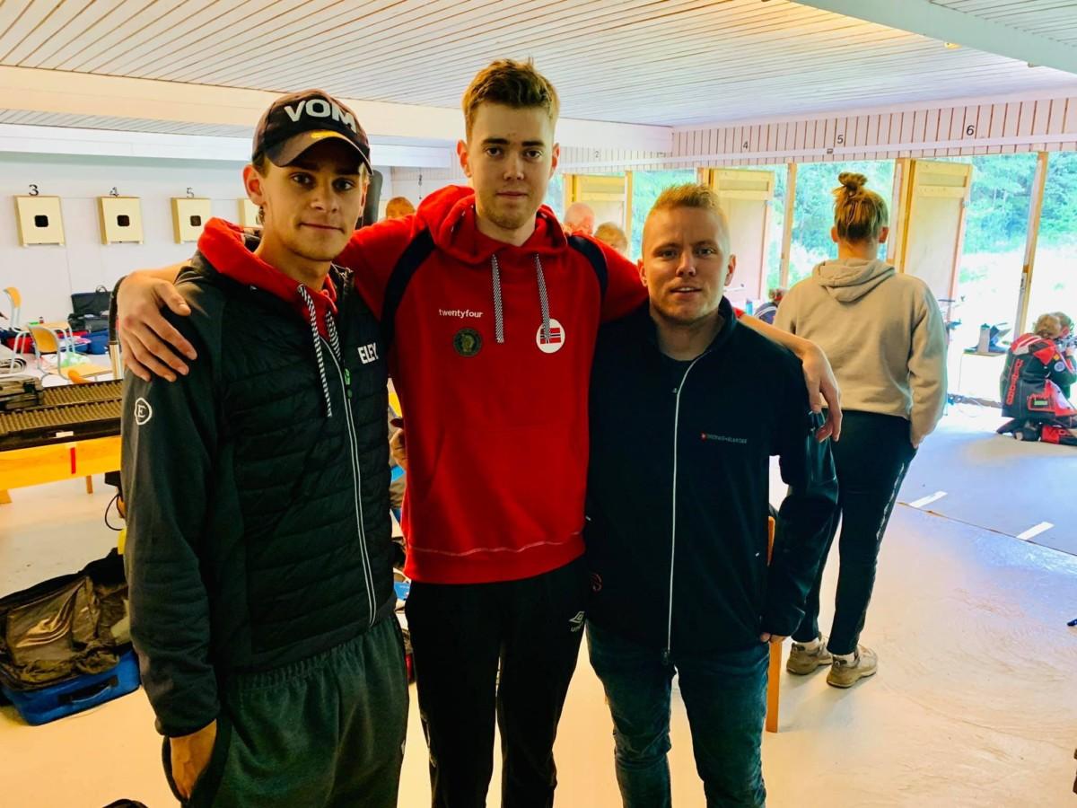 Tre mann på over 1180 poeng i Østfold lørdag formiddag. Jon-Hermann Hegg (i midten) 1182, Henrik Larsen 1182 og undertegnede 1181. En helt ok laginnsats.