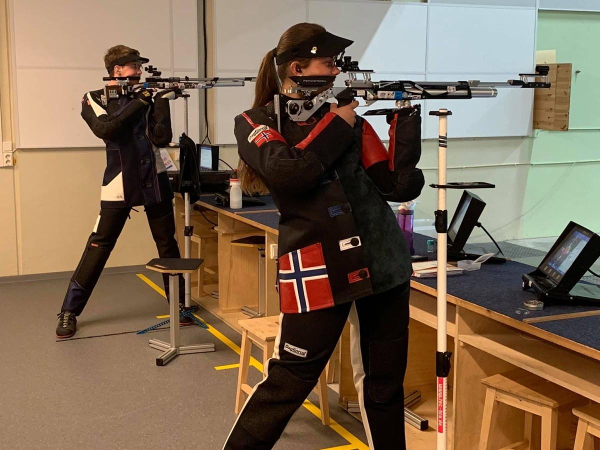 Jeanette Hegg Duestad og Vegard Nordhagen skyter finaledrill på 10m luft