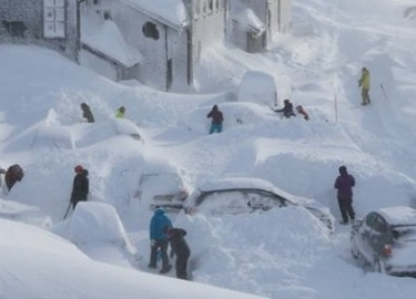 Severe winter storm hits Norway with heavy snow, resulting in at least 2 fatalities.