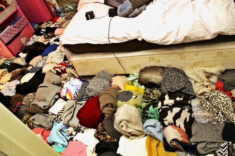a762e723 ... genserne mine på gulvet for å få litt system i hva jeg faktisk har. Det  ble kaos, og jeg har like lite peiling nå, som det jeg hadde før jeg  begynte ...