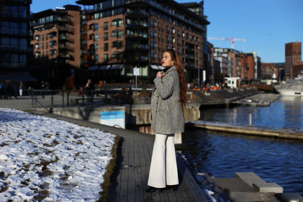 1f734f9c Så da lurer jeg på… Burde jeg holde meg til basisplaggene på Zara og H&M?  Eller burde jeg bare lære meg at man ikke bruker hvite bukser den dagen man  blør ...