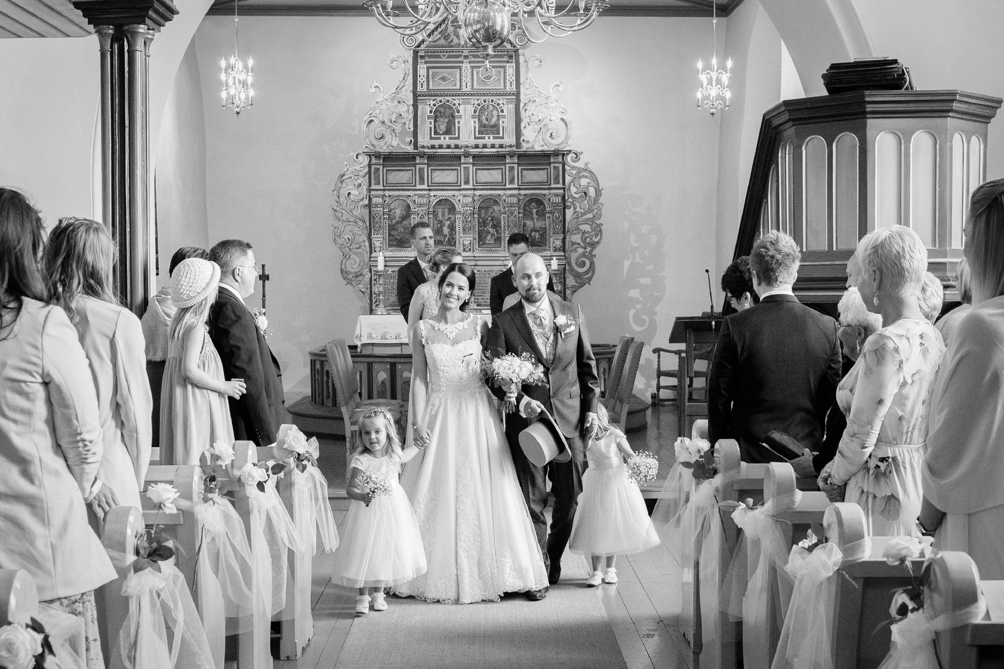 d9777433c8c5 Speiltvillingene – Bryllup - Kirkeklokker og tårer