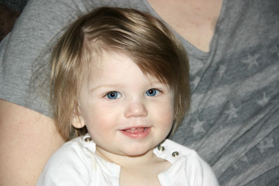 c0e7f4ba ... aktiv liten gutt. Han skal få vokse opp med å leke og gjøre akkurat det  barn skal, uten å skulle tenke på at håret hans skal ligge perfekt hele  tiden.