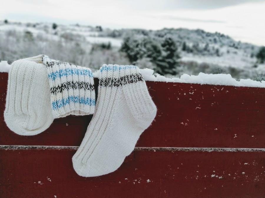 1f1681da Eg har noter meg hvordan eg har strikket underveis og da er eg den som  deler villig, for kanskje kjenner du noen som trenger store sokker??