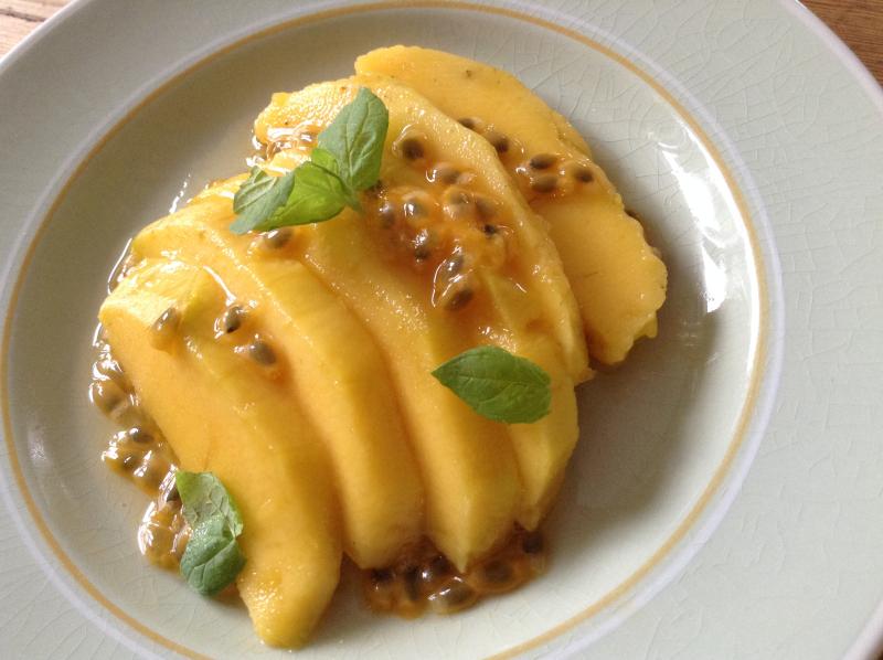 Mango med pasjonsfruktsirup
