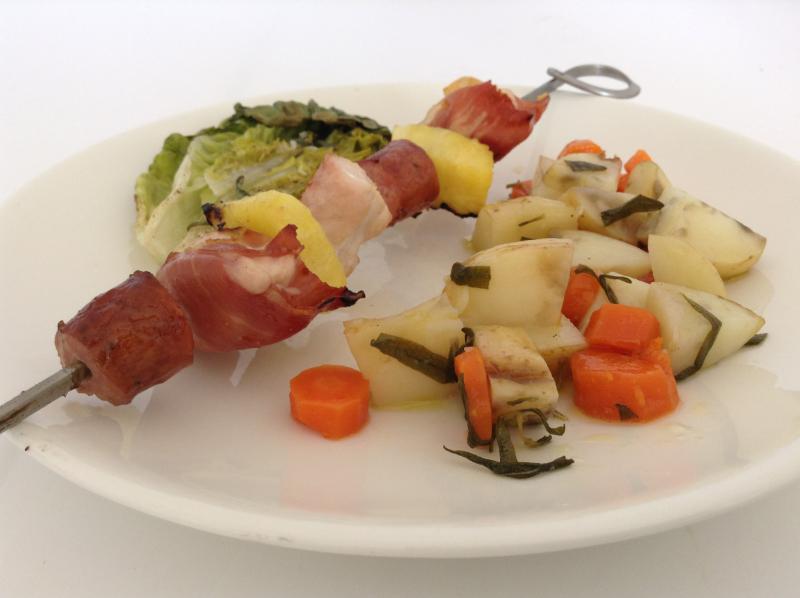 Grillspyd med bakte rotgrønnsaker og grillet hjertesalat