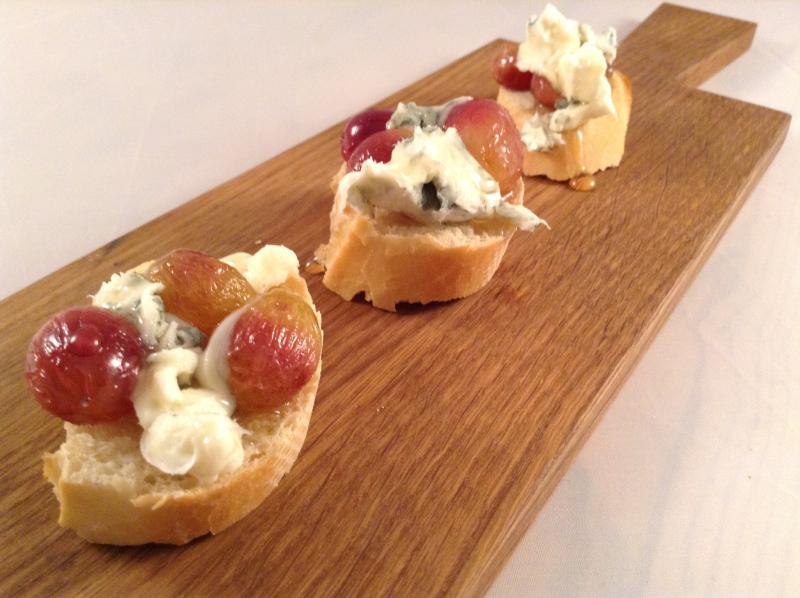 Crostini med bakte druer