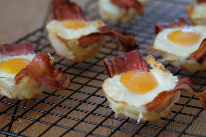 Frokostmuffins med egg og bacon