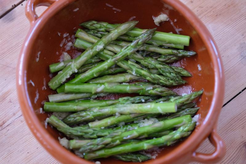 Hvitløksmarinerte aspargestopper