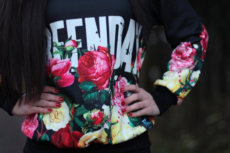 """421ec1e5 Genser – Sheinside.com (får ikke linket direkte til genseren, men søk på  """"greenday"""" så finner dere den) // Tightsbukse – Bik Bok // Sko – Jeffrey  Campbell, ..."""