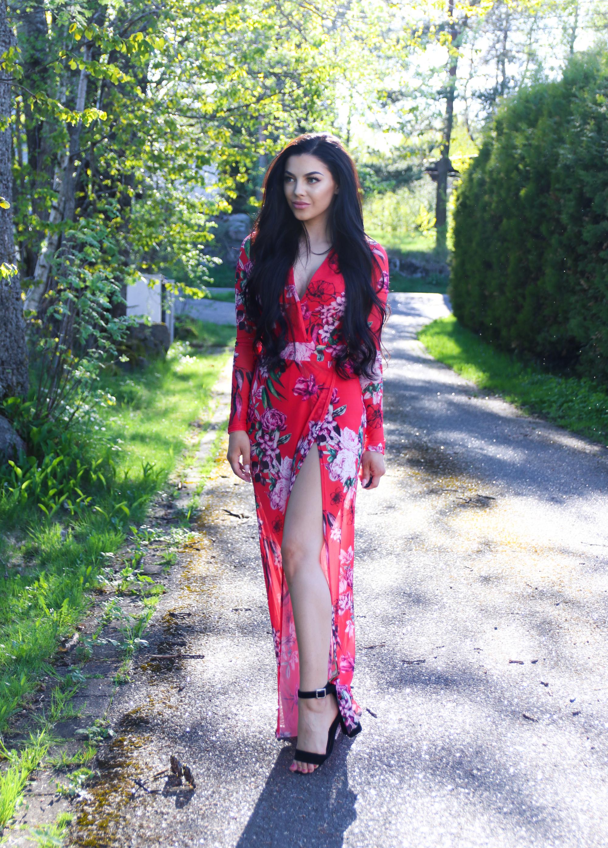 c316e318 Så langt har jeg funnet en superfin og blomstrete kjole som jeg tror at  passer perfekt til dagen, så den vil jeg avsløre for dere i dette innlegget!